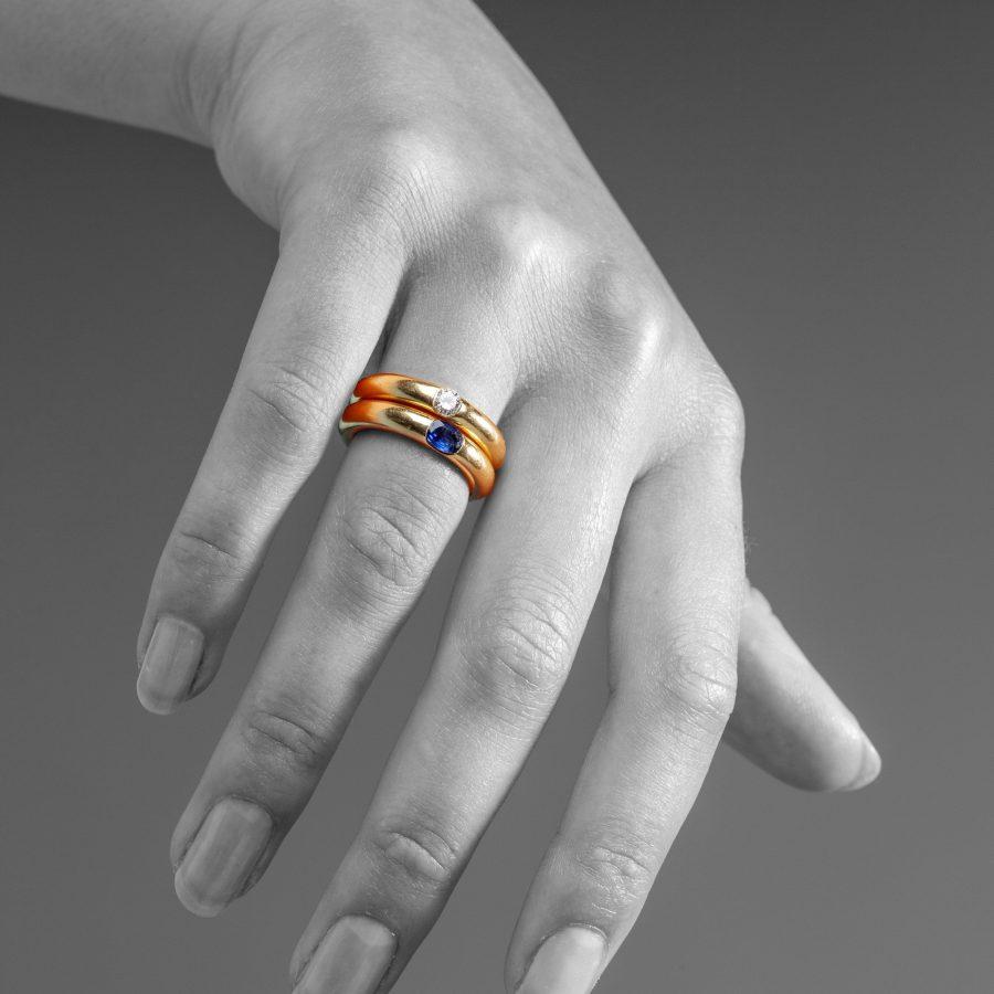 twee ringen door cartier diamant saffier