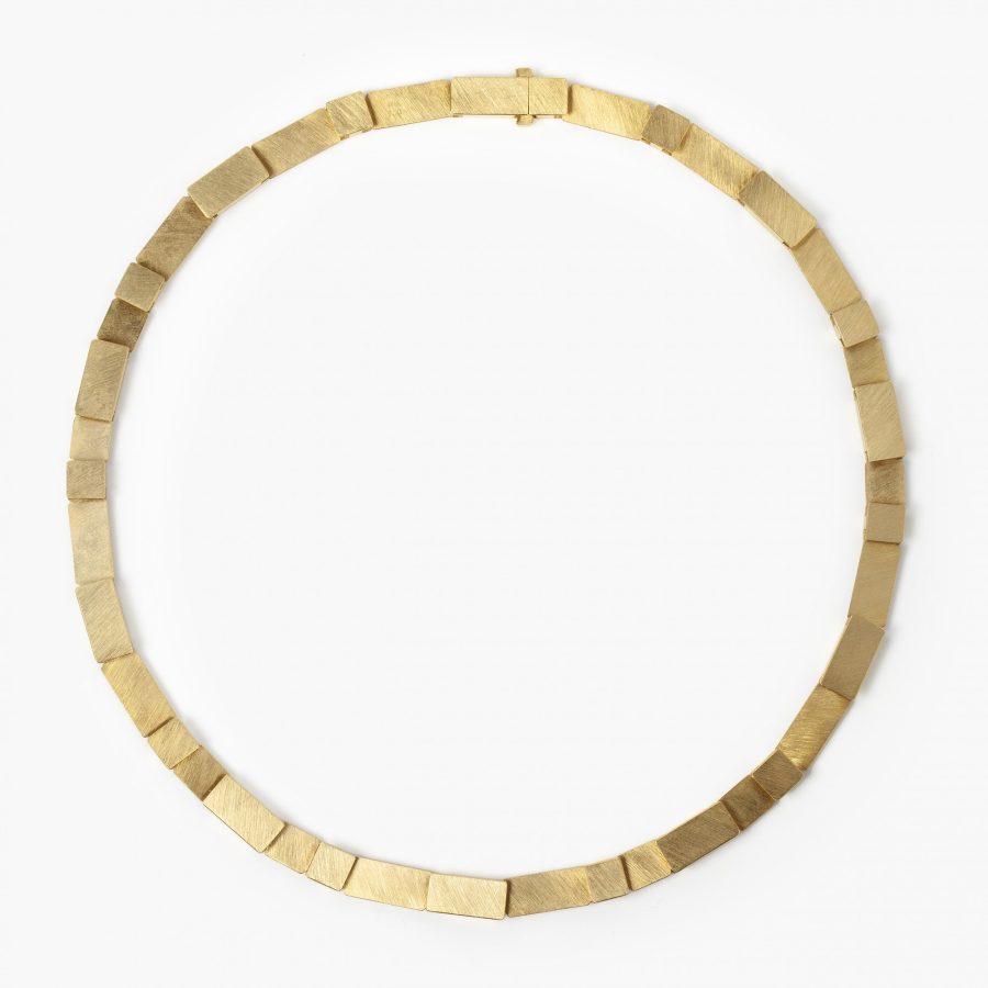 Michael Becker geelgouden collier satiné modern