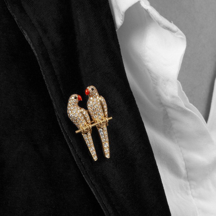 Cartier broche twee parkieten Parijs