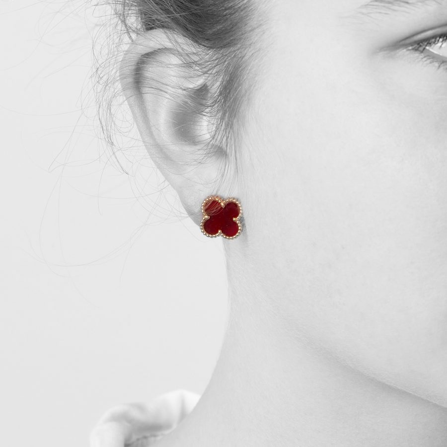 Van Cleef & Arpels Alhambra oorbellen carneool