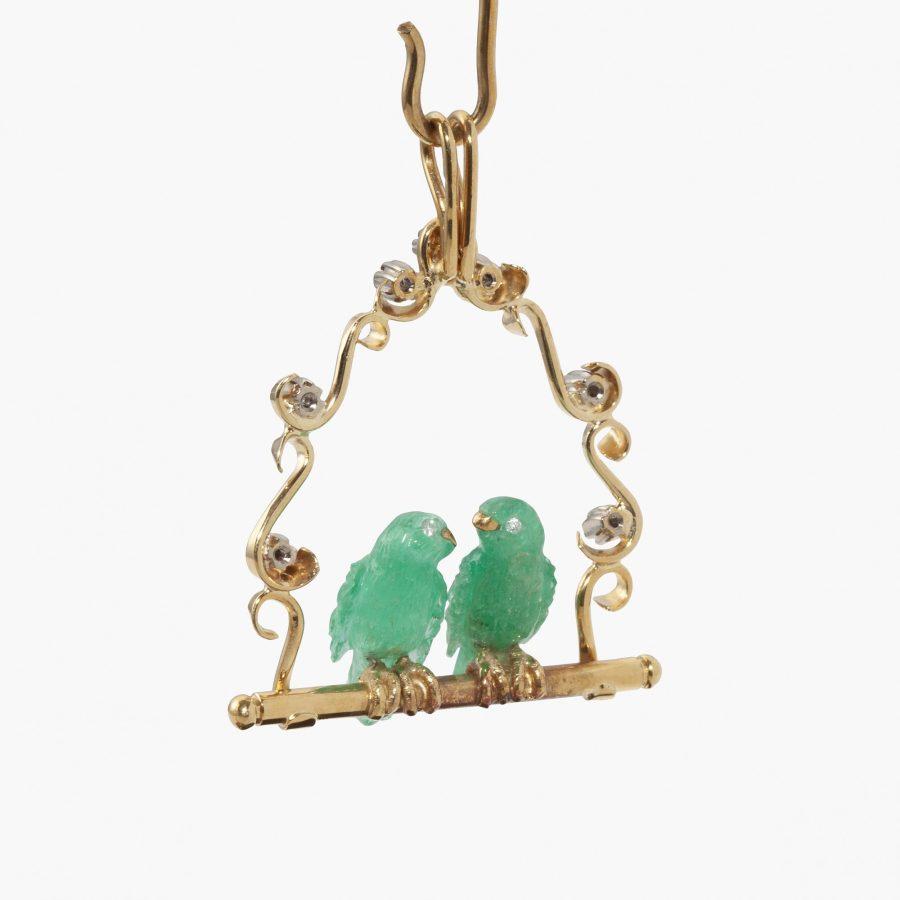 Gübelin hanger met twee vogels van smaragd met bijpassende staander
