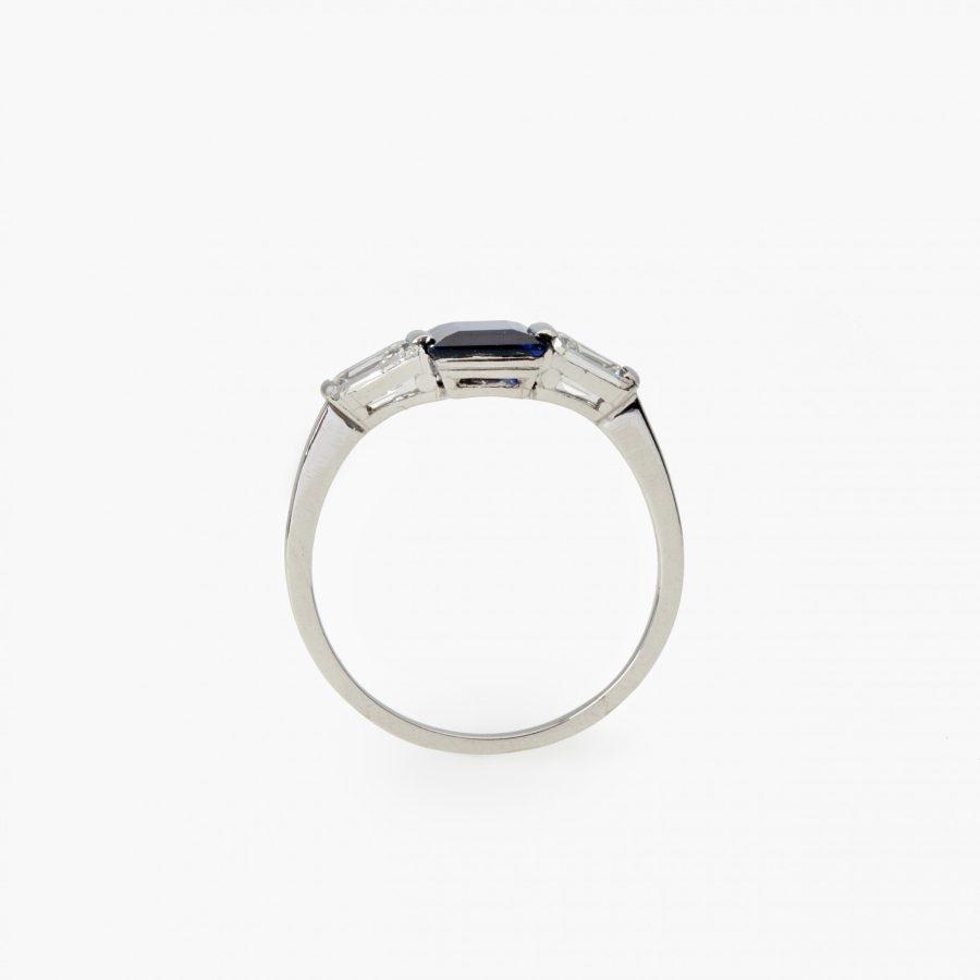 Art Deco ring blauw saffier baguette