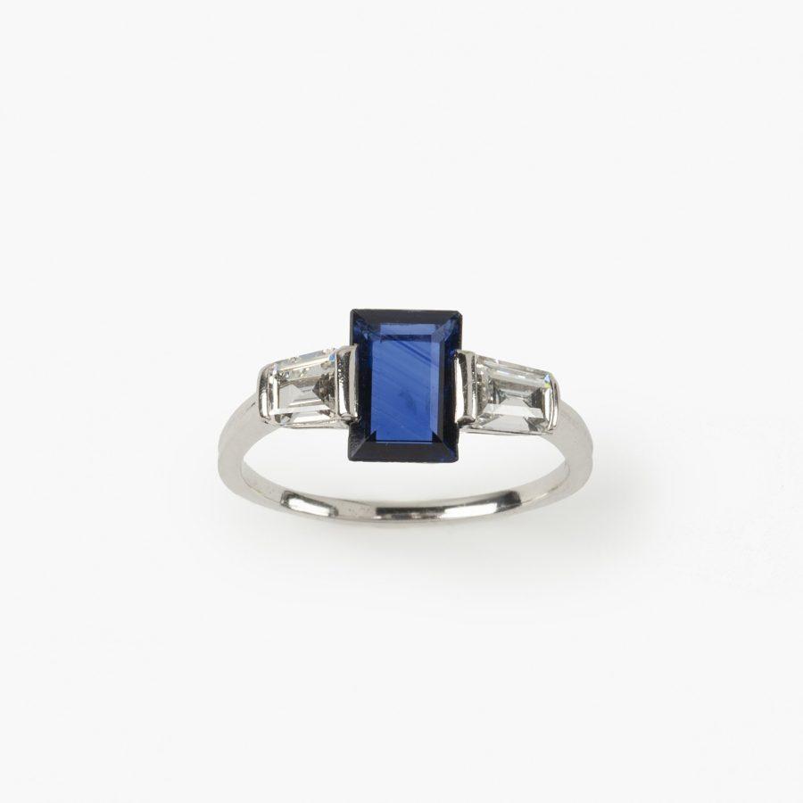 Art Deco ring blauw saffier baguette diamant